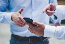 手机存量时代,互相拉踩是必修课