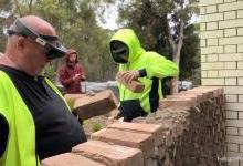 HoloLens助力施工者建造复杂砖墙