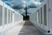 美国能源公司面临太阳能项目上附加电池储能的挑战